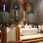 Attorno all'altare