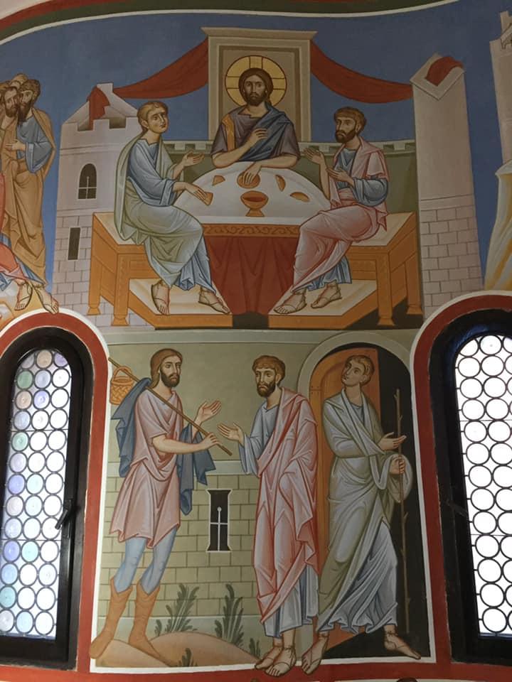 """Quando furono vicini al villaggio dove erano diretti, egli fece come se dovesse andare più lontano. Ma essi insistettero: """"Resta con noi, perché si fa sera e il giorno è ormai al tramonto"""". Egli entrò per rimanere con loro. Quando fu a tavola con loro, prese il pane, recitò la benedizione, lo spezzò e lo diede loro. Allora si aprirono loro gli occhi e lo riconobbero. (Luca 24, 28 - 31a)"""