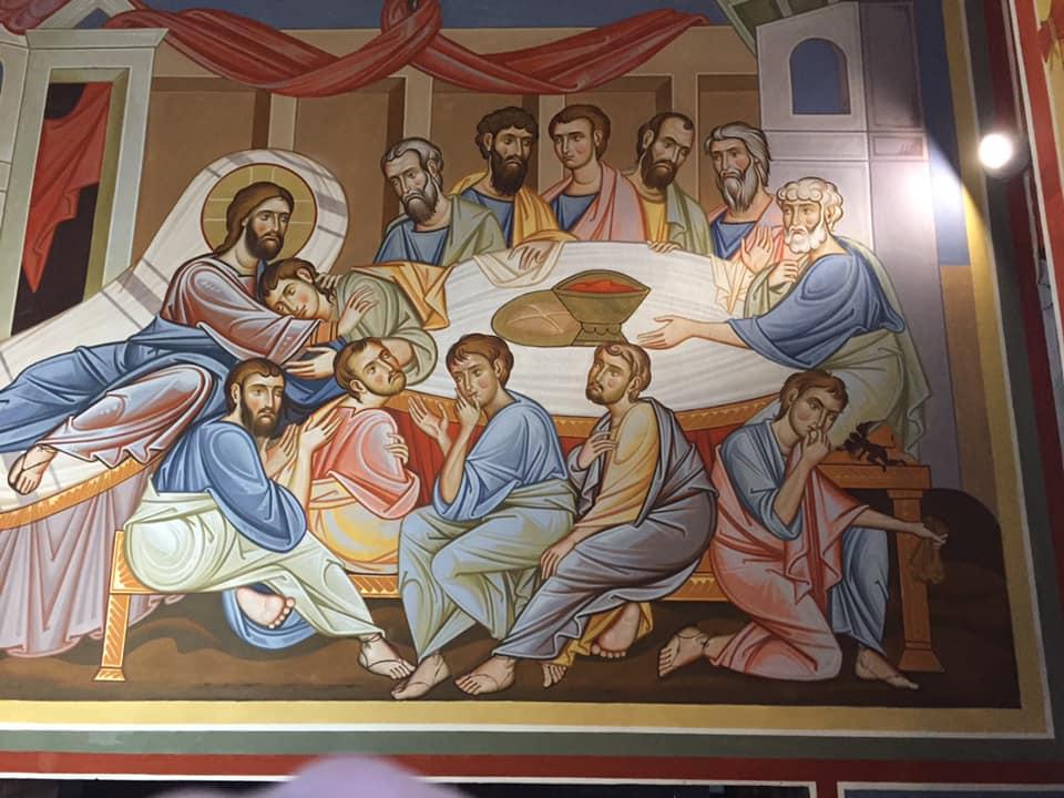 """Venuta la sera, egli arrivò con i Dodici. E, mentre mangiavano, prese il pane e recitò la benedizione, lo spezzò e lo diede loro, dicendo: """"Prendete, questo è il mio corpo"""". Poi prese un calice e rese grazie, lo diede loro e ne bevvero tutti. E disse loro: """"Questo è il mio sangue dell'alleanza, che è versato per molti. (Marco, 14, 17; 22 - 24)"""
