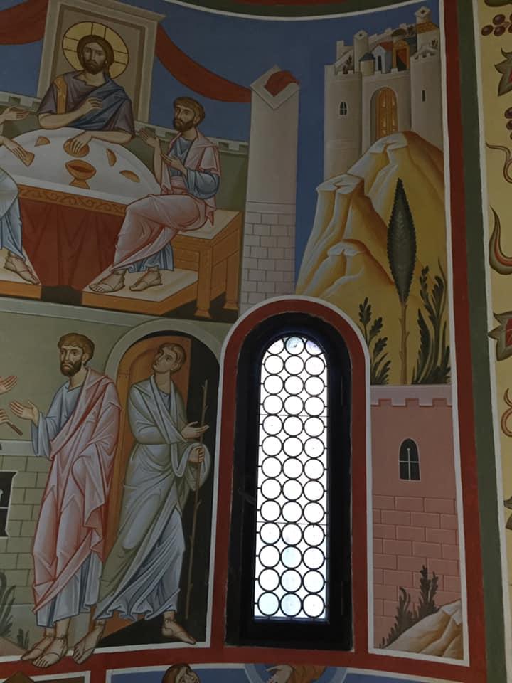 Partirono senza indugio e fecero ritorno a Gerusalemme, dove trovarono riuniti gli Undici e gli altri che erano con loro. Ed essi narravano ciò che era accaduto lungo la via e come l'avevano riconosciuto nello spezzare il pane. (Luca 24, 33; 35)