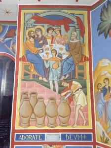 """Il terzo giorno vi fu una festa di nozze a Cana di Galilea e c'era la madre di Gesù. Fu invitato alle nozze anche Gesù con i suoi discepoli. Venuto a mancare il vino, la madre di Gesù gli disse: """"Non hanno vino"""". E Gesù le rispose: """"Donna, che vuoi da me? Non è ancora giunta la mia ora"""". Sua madre disse ai servitori: """"Qualsiasi cosa vi dica, fatela"""". (Giovanni, 2, 1 - 5)"""